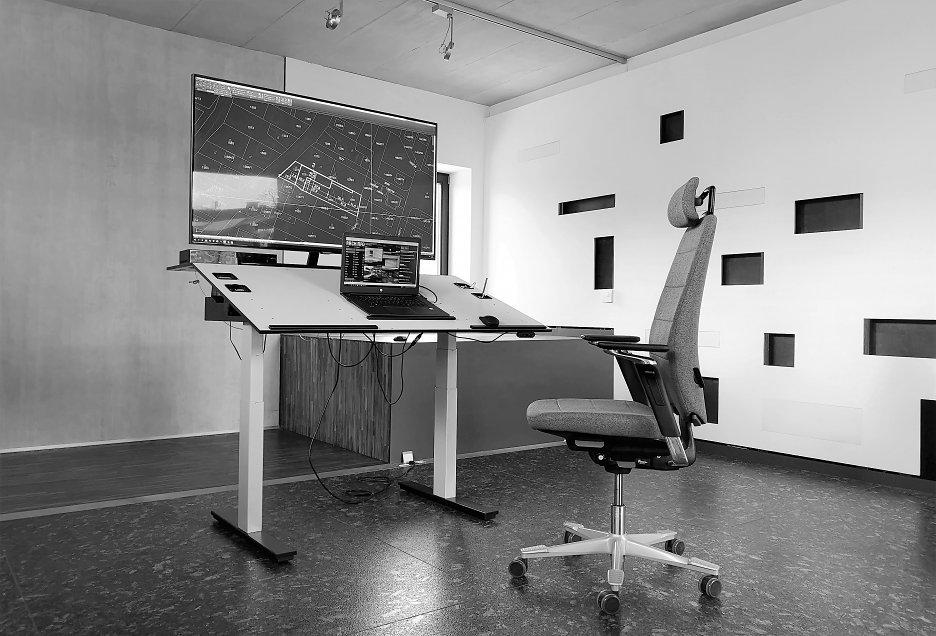 2d52a5781 Pracovisko architekta (ergonomická kancelária) - stoly - test 1 ...
