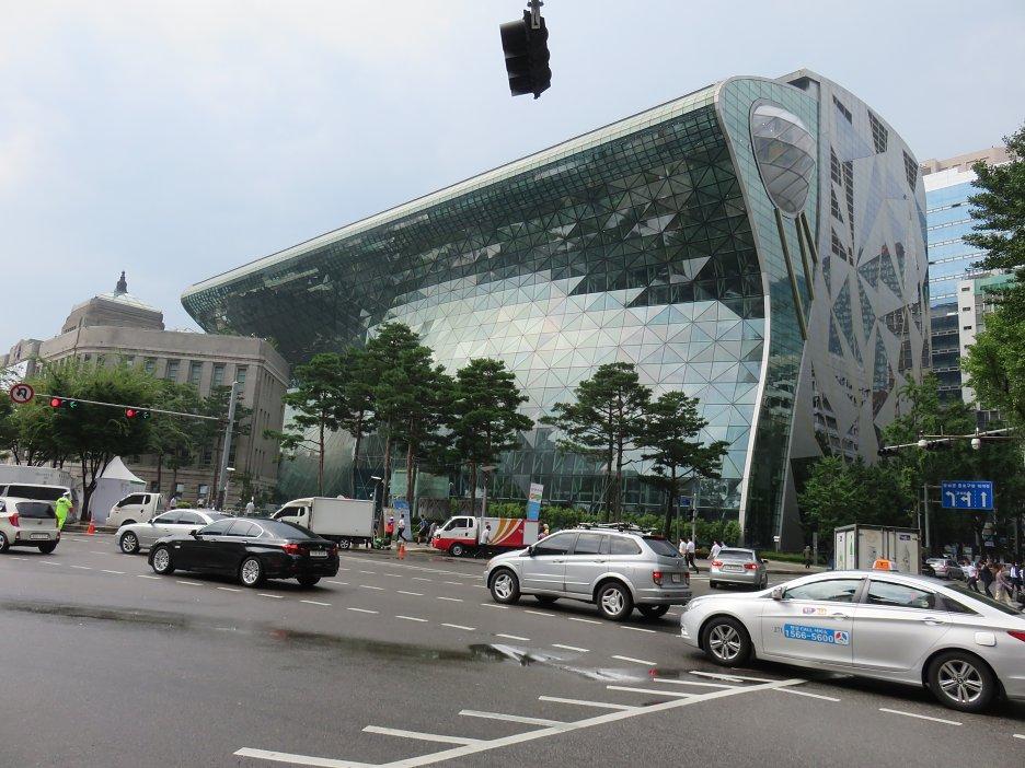Nová soulská radnica, otvorená v r. 2012, autori – kórejskí architekti
