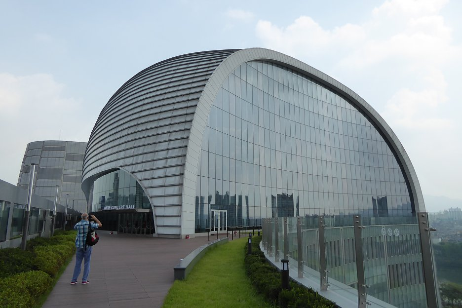 LOTTE koncertná hala – na 6. podlaží polyfunkčného objektu vedľa veže