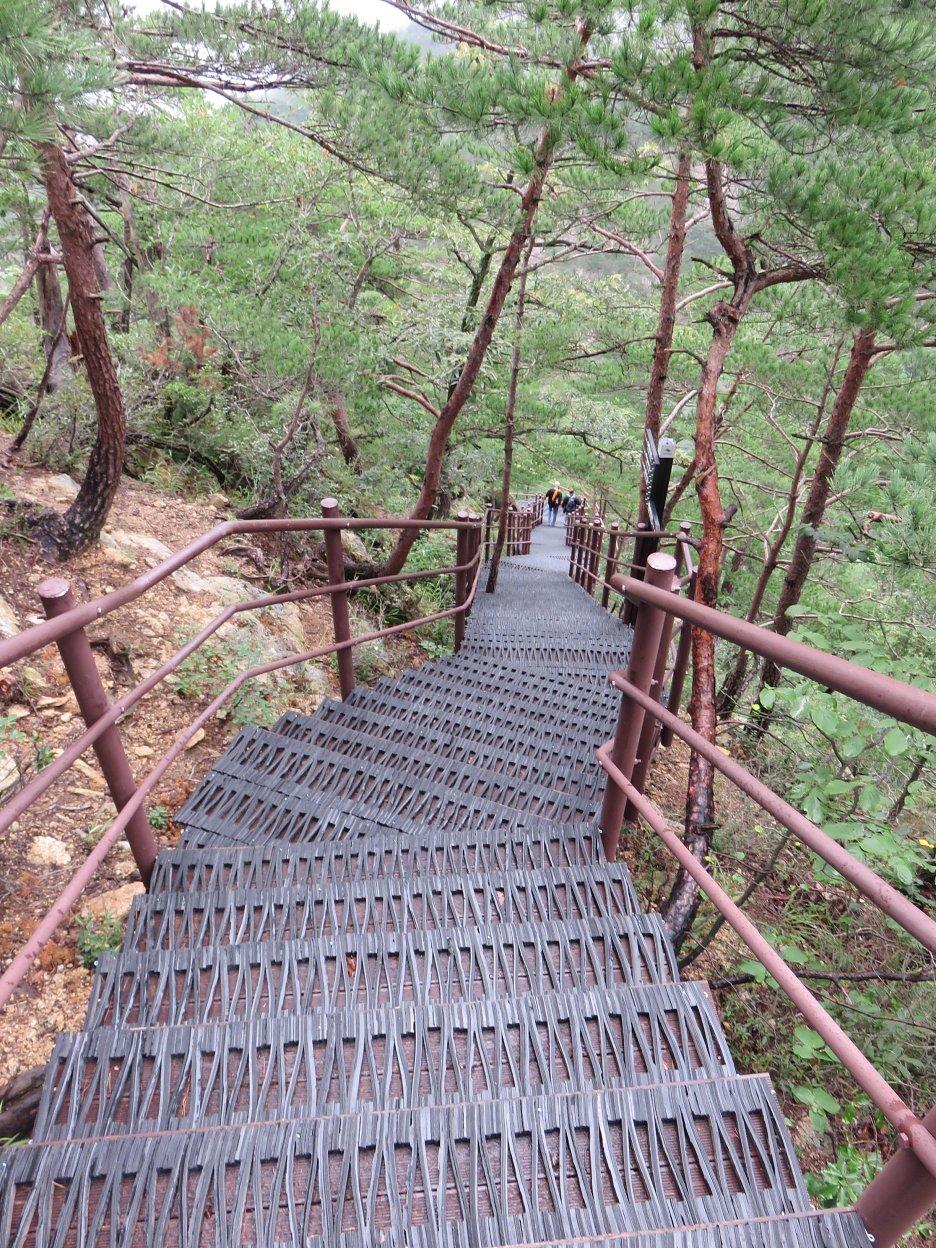 Časť z vyše 800 schodov, vedúcich na vyhliadku