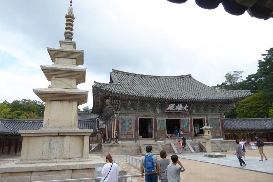 Horné nádvorie s pagodou pred chrámom