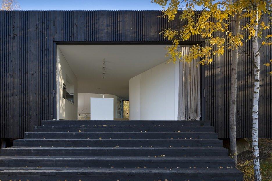 Nástupní schodiště a exteriérová terasa