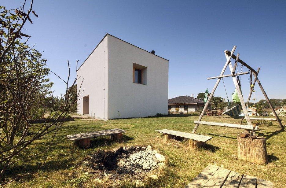 Veľkosť a proporcia okenných otvorov je určená predovšetkým vzťahom medzi interiérom a charakterom jednotlivých výhľadov