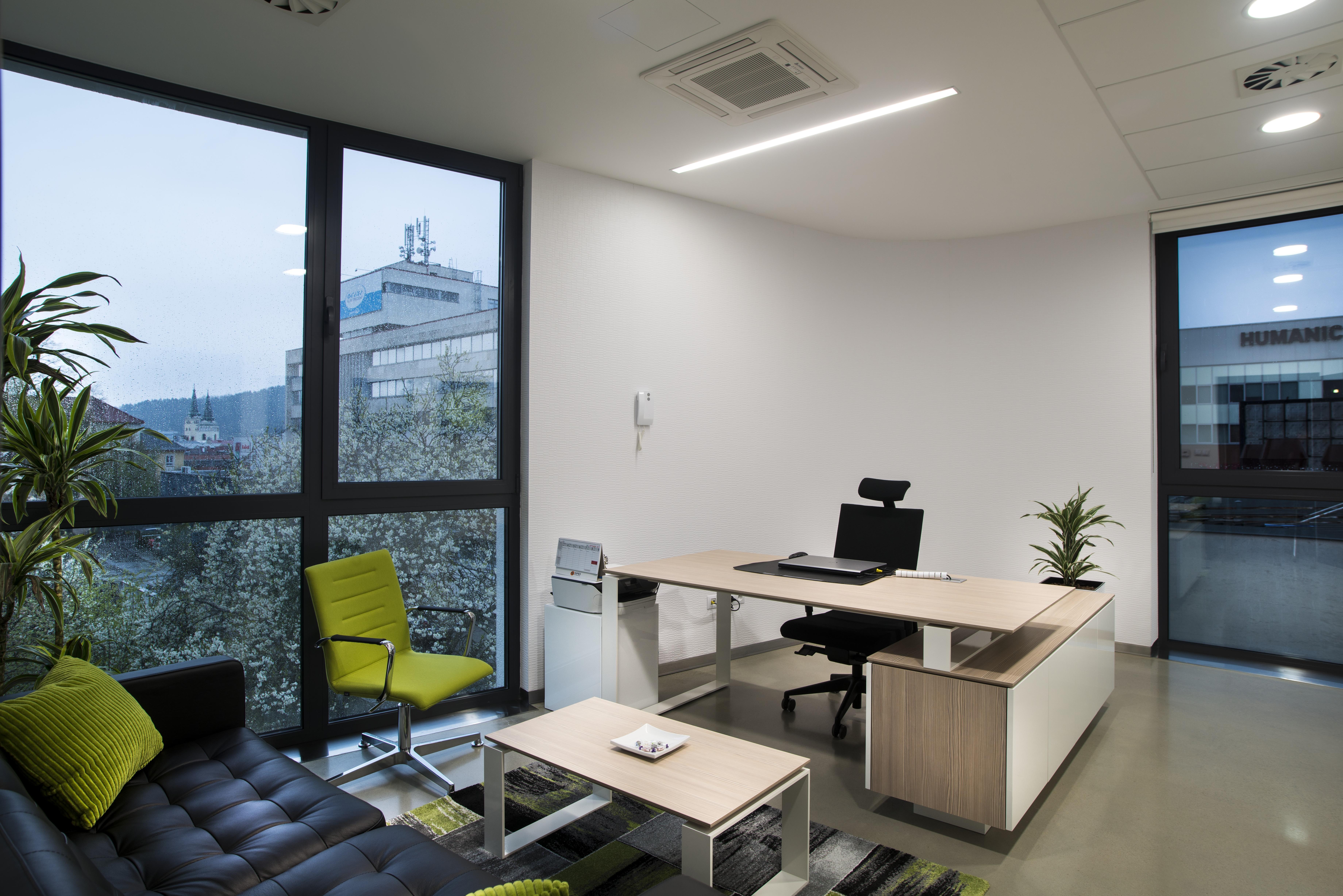 2382d400fc65 Kancelária s výhľadom na najvyšom podlaží
