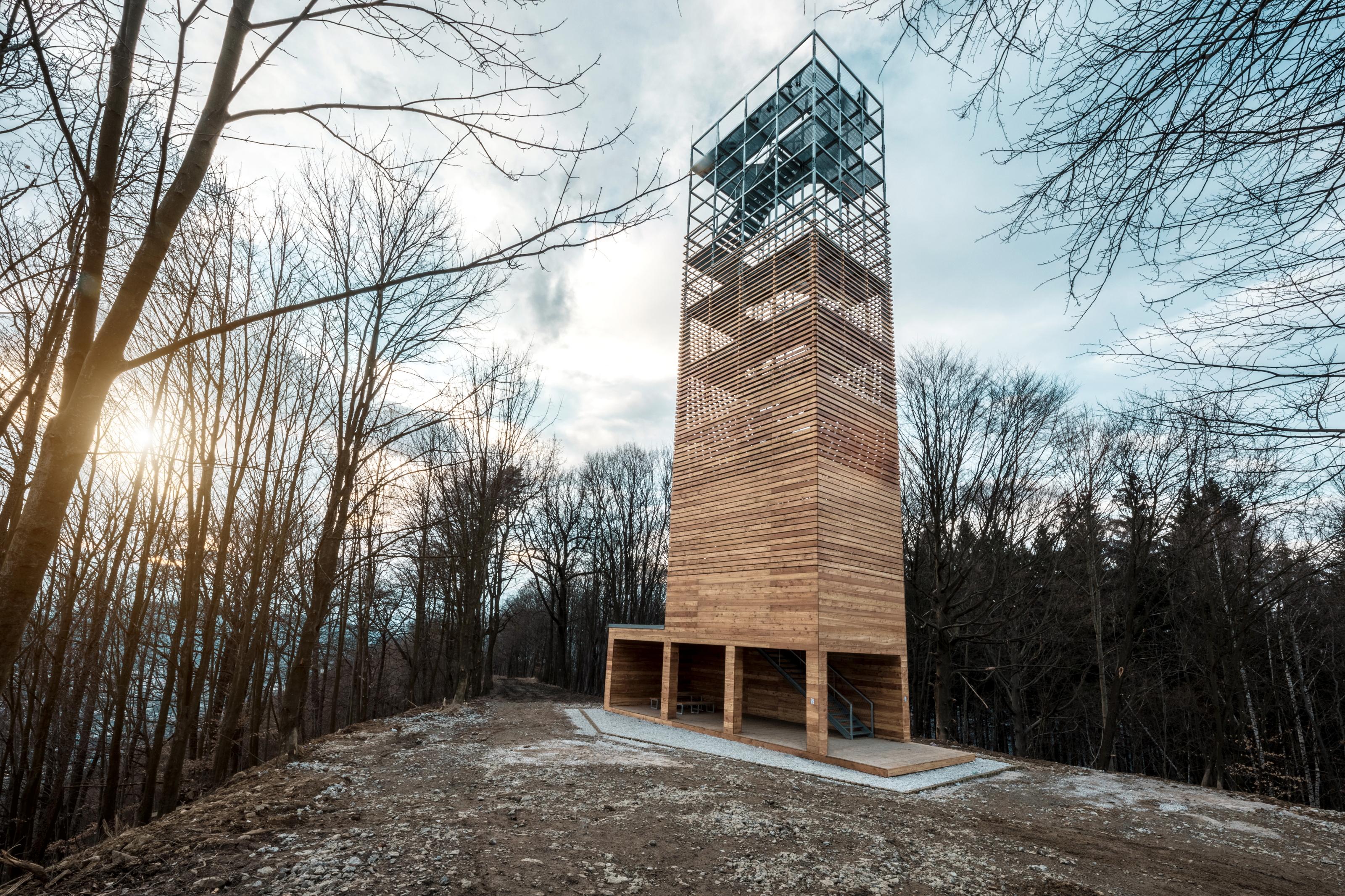 Výsledok vyhľadávania obrázkov pre dopyt vyhliadková veža na Dubni