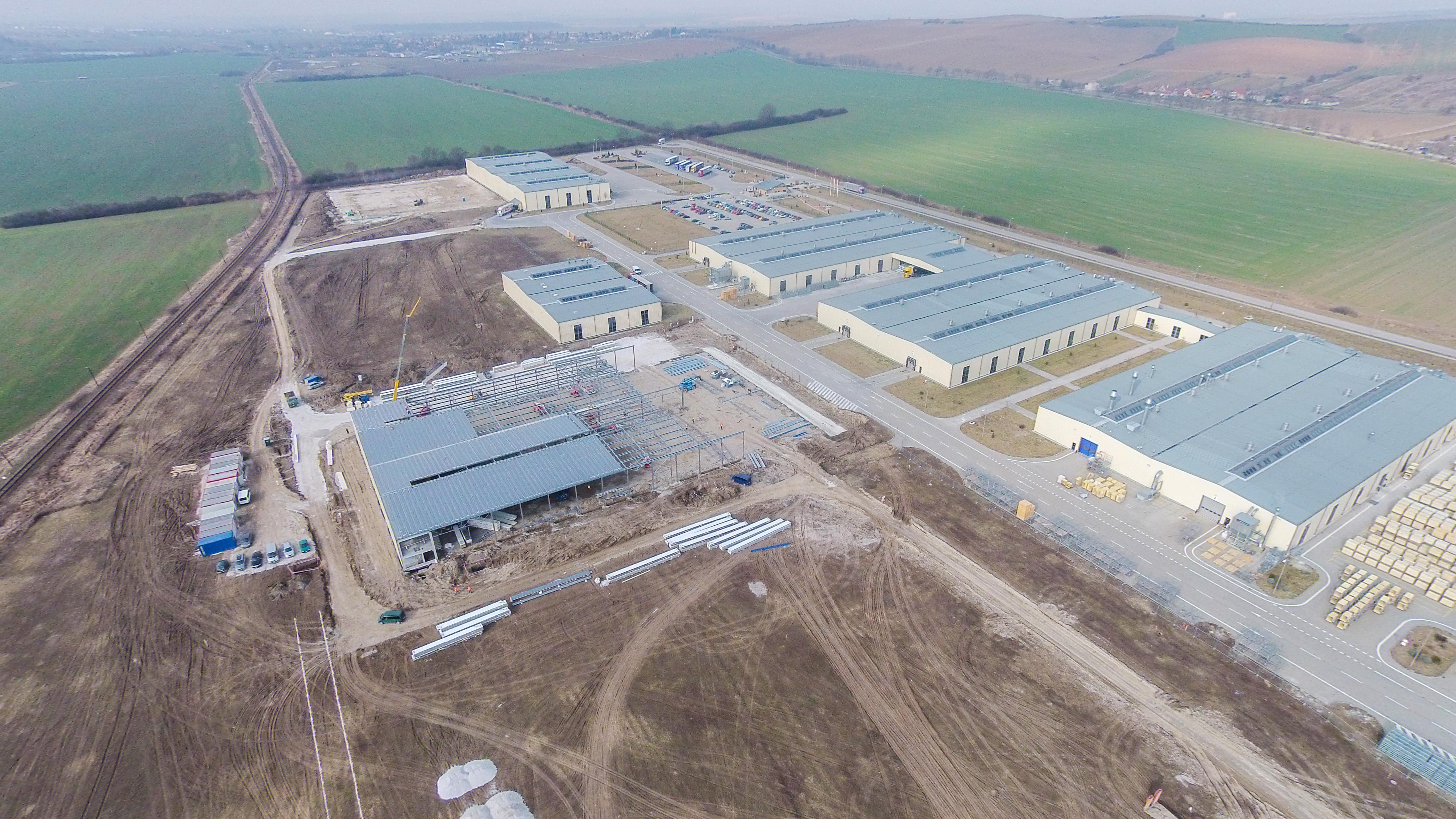 94d4841a7 Dánska materská spoločnosť, skupina VELUX, v Partizánskom investovala do  novej výrobnej haly s plochou 6 000 m² a novej skladovacej haly s plochou 7  500 m².